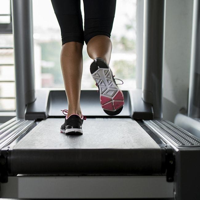 Hướng dẫn tập luyện cùng máy chạy bộ cho người mới