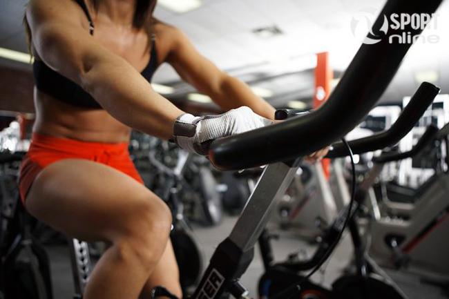 giảm cân với xe đạp tập thể dục