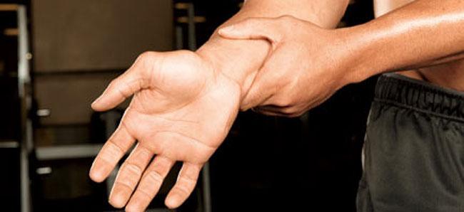 chân thương khớp tay khi tập gym